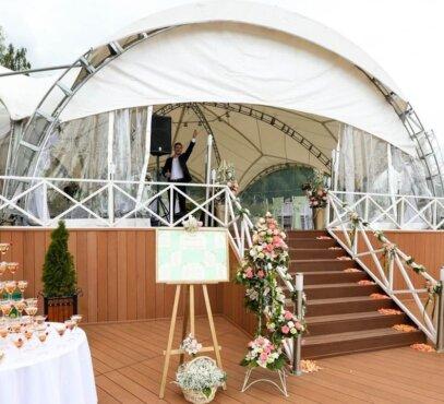 Pastatyta Arkinė palapinė 14.16 vestuvėse