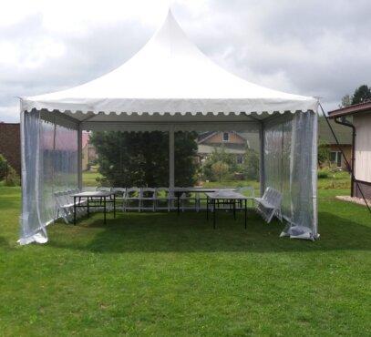 Privačiame vakarėlyje nuomojama aliumininė pagoda palapinė 6x6 su skaidriomos sienomis
