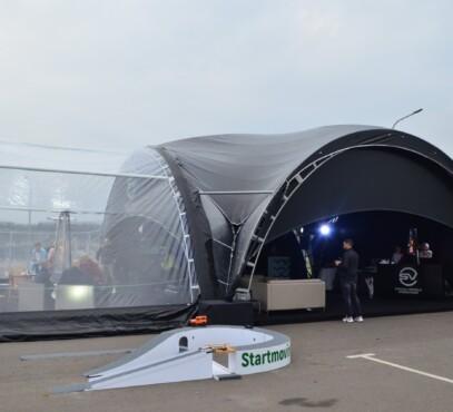 Arkinė 10x10 juodu stogu su arkinė scena 5x10 4-min